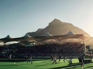 Spielfoto mit Tafelberg im Hintergrund