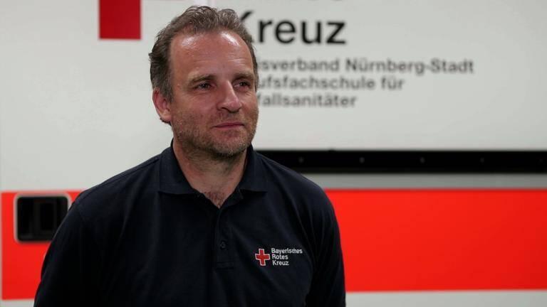 Das Rote Kreuz über Gesichtsvisiere und Mundschutz. Helmut Deinzer Leiter BRK Bildungszentrum zur Verwendung von Visieren im Unterricht.